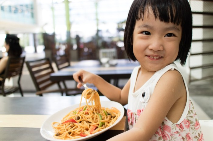 How to Actually Enjoy Dining Out With Little Kids